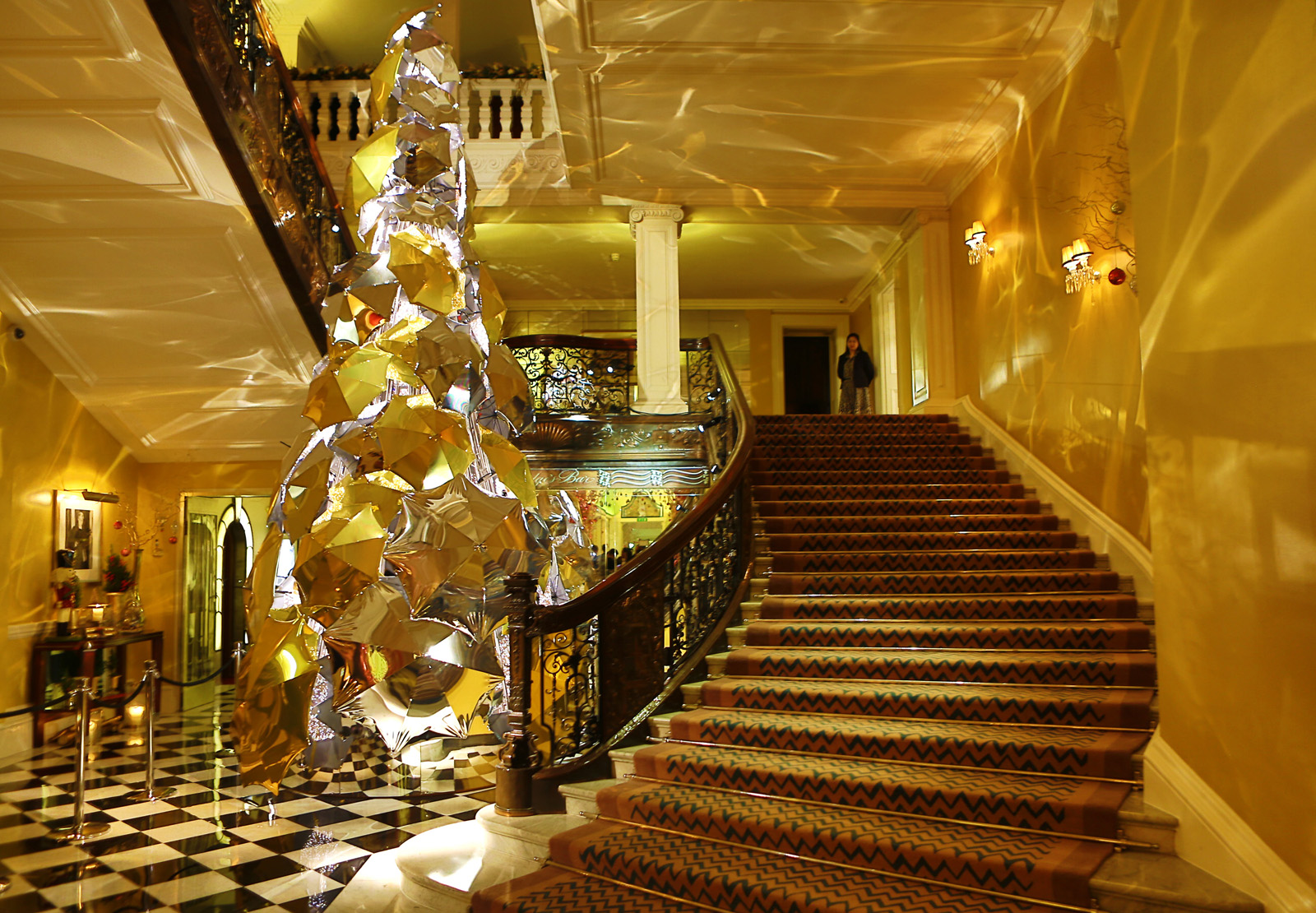 #72410A 5 Ultra Festive Hotel Christmas Trees Luxury Travel Magazine 5551 decorations noel russie 1600x1110 px @ aertt.com