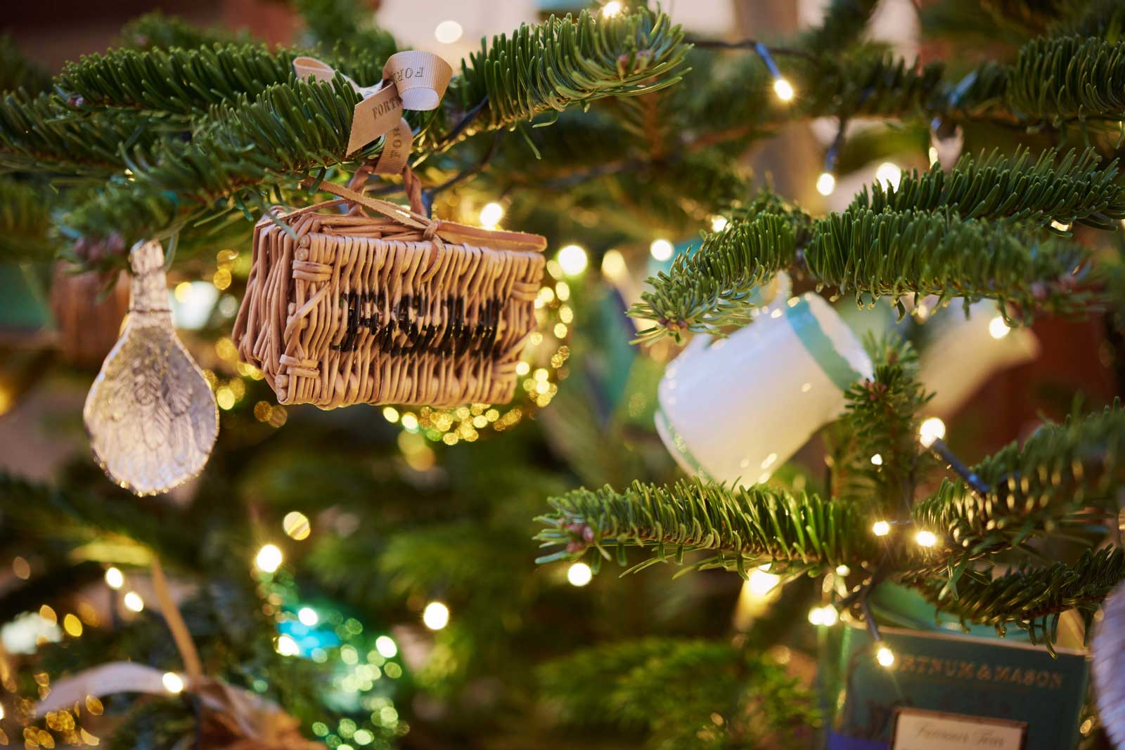 5 ultra festive hotel christmas trees luxury travel magazine - Fortnum and mason christmas decorations ...