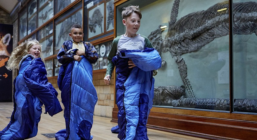 The Natural History Museum in London, Kids, Dinosaurs, Dino snores, fun, play, museum